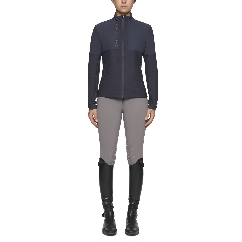 Women's softshell jacket with zip.